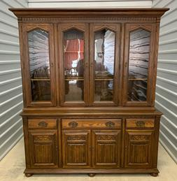 ETHAN ALLEN Royal Charter Oak Buffet with Hutch China Cabine